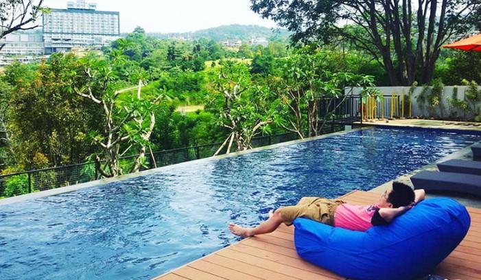 kolam reanang Semi Outdoor