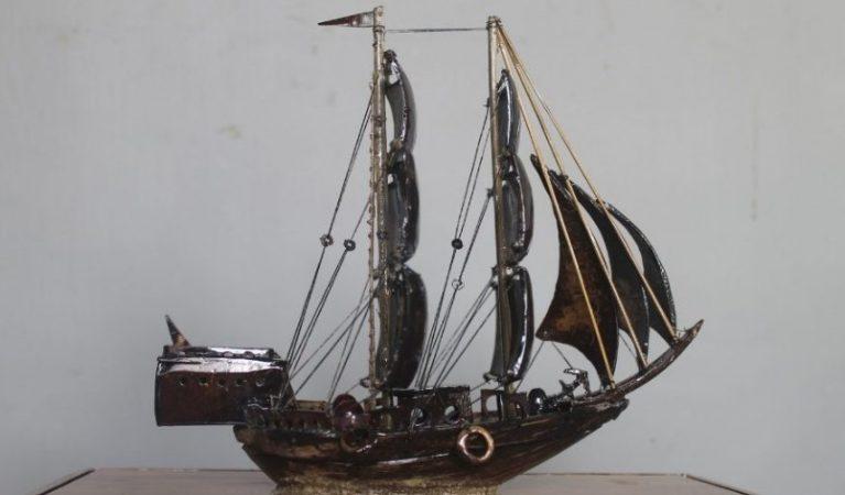 Kerajinan Perahu Layar dari Batok Kelapa