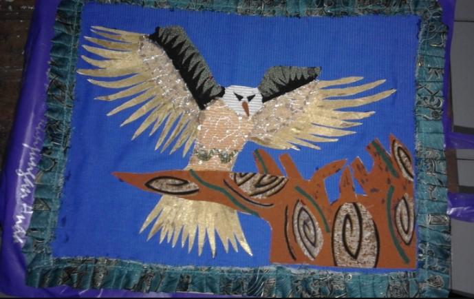 Gambar Kolase dari Kain Bentuk burung