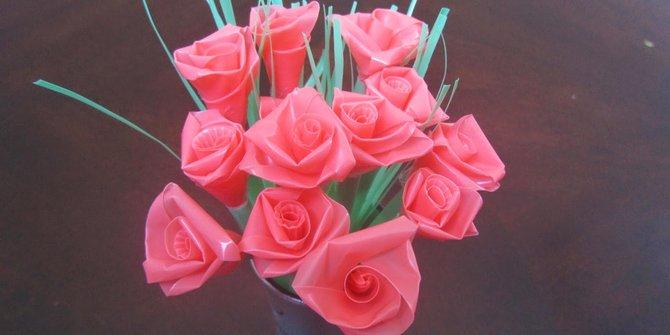 Kreasi Bunga Cantik Dari Sedotan