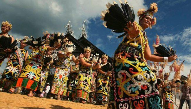 Nama Pakaian Adat Kalimantan Barat