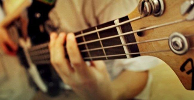 Alat Musik Petik Gitar Bass