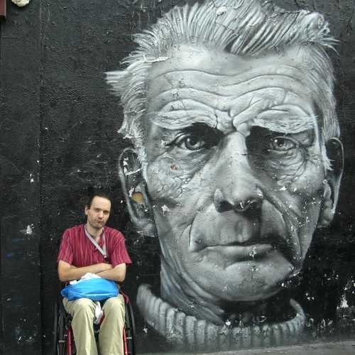 Claudio e il murales Samuel Beckett