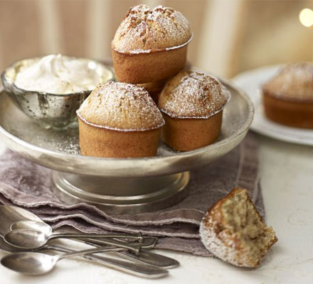 Spicy little, light cakes to nibble over Christmas