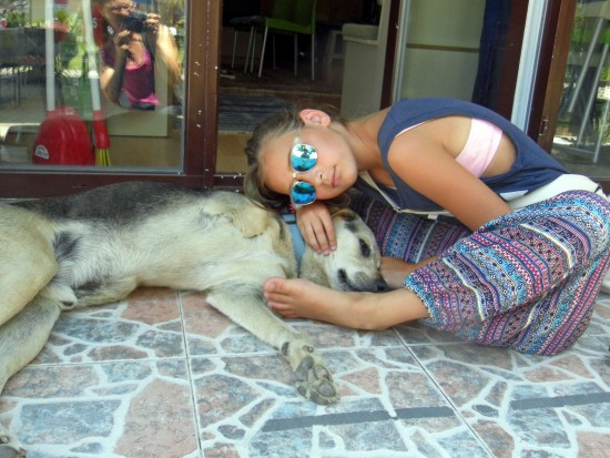 Leonie with a sweet three-legged doggie in Fineke, Turkey