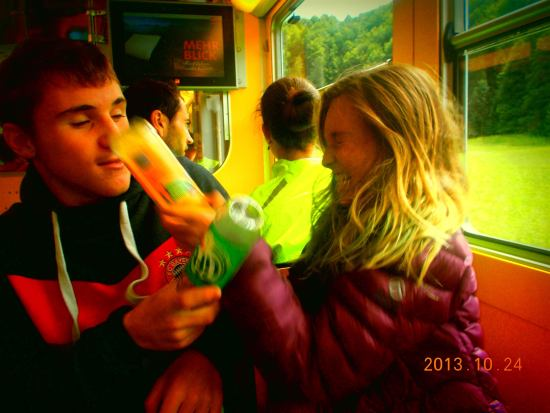 Sol and Leonie in the Zugspitzbahn