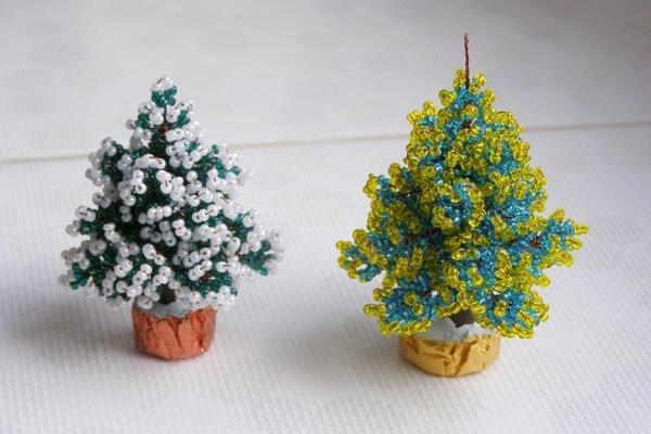 Рождестволық ағаш түріндегі бисер сырғалары