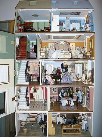 Georgian dollhouse