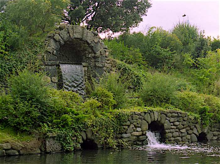 Chiswick_House cascade & grotto