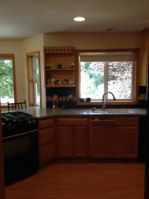 Plain walls in the kitchen are preferrable