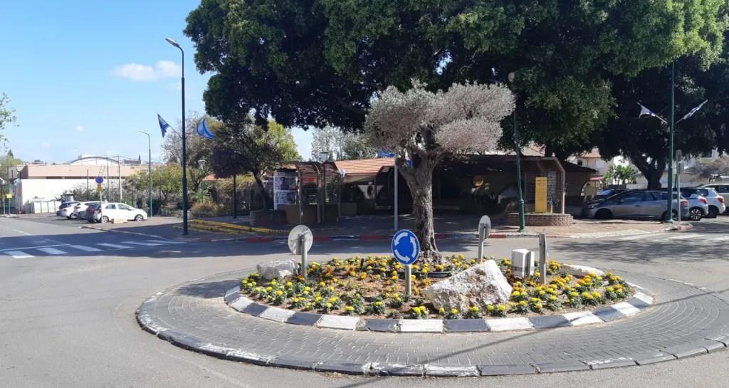 כיכר בכניסה לשכונת יד התשעה הרצליה