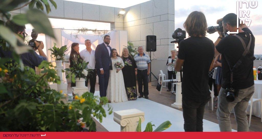 חתונה על גג בניין עיריית הרצליה