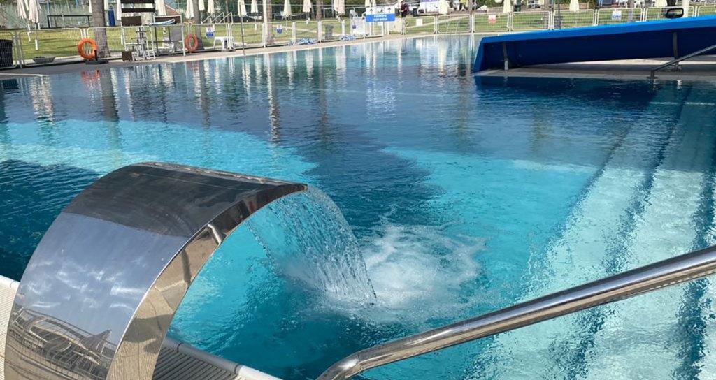 בריכת השחייה בקאנטרי רמת השרון