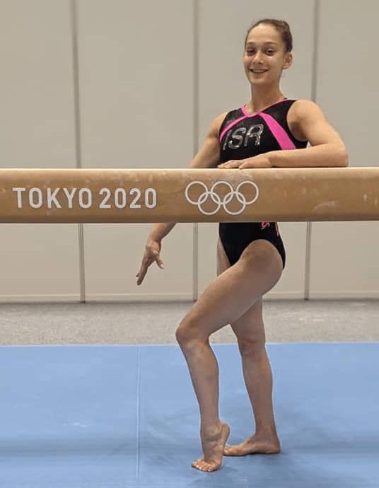 המתעמלת מרמת השרון ליהיא רז ליד הקורה, טוקיו 2021