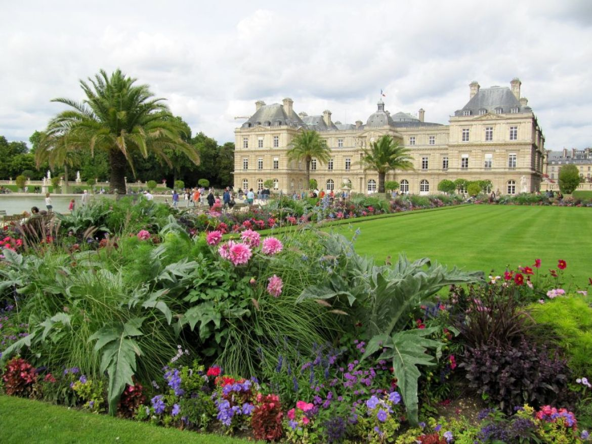 jardins de luxembourg, paris, flower beds and palace