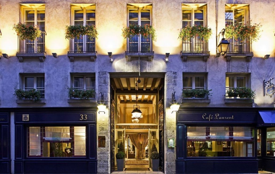 fcade of hotel d'Aubusson, Paris 6th
