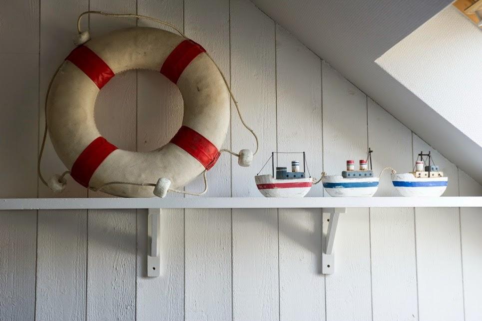 seaboats on a white shelf