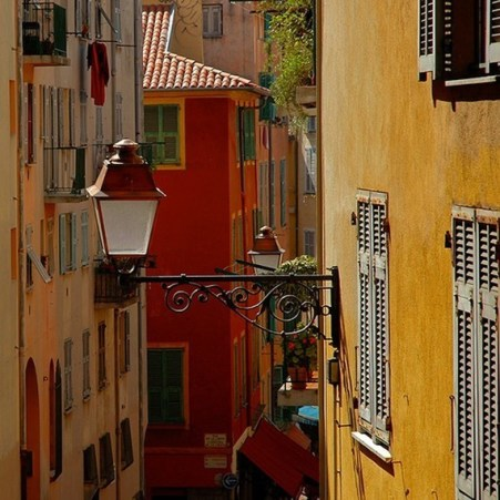 colourful walls in the streets of nice