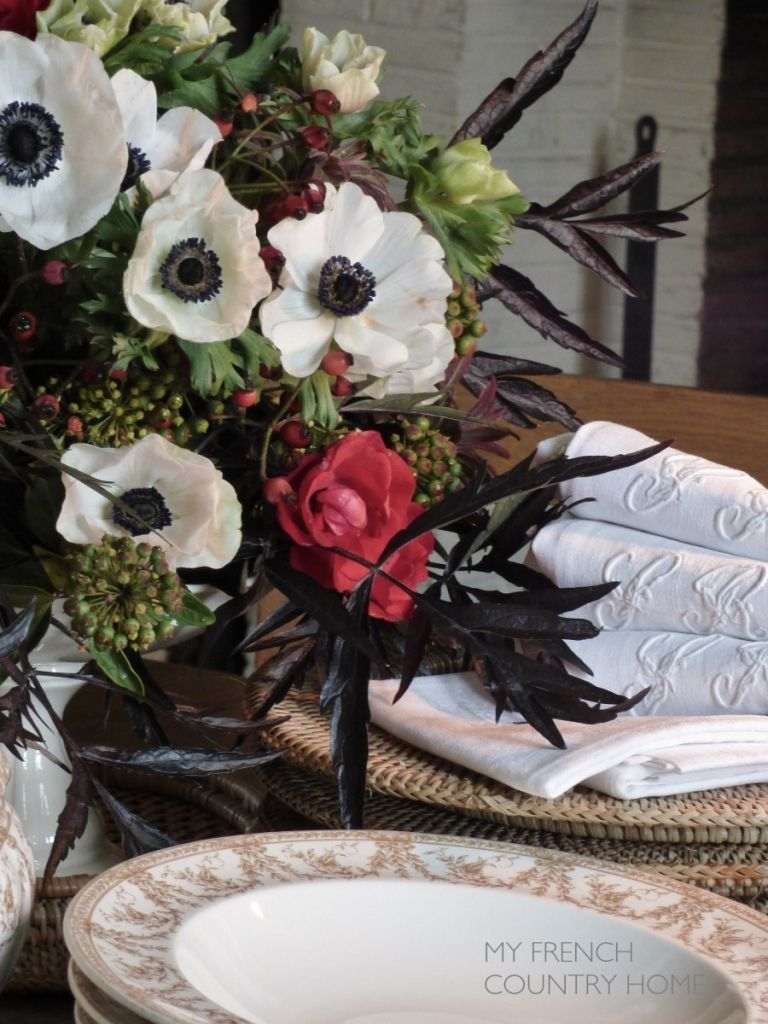 AUTUMN BOUQUET ON THE DINING TABLE