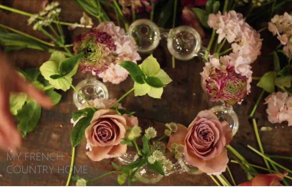 flowers arrangment with roses
