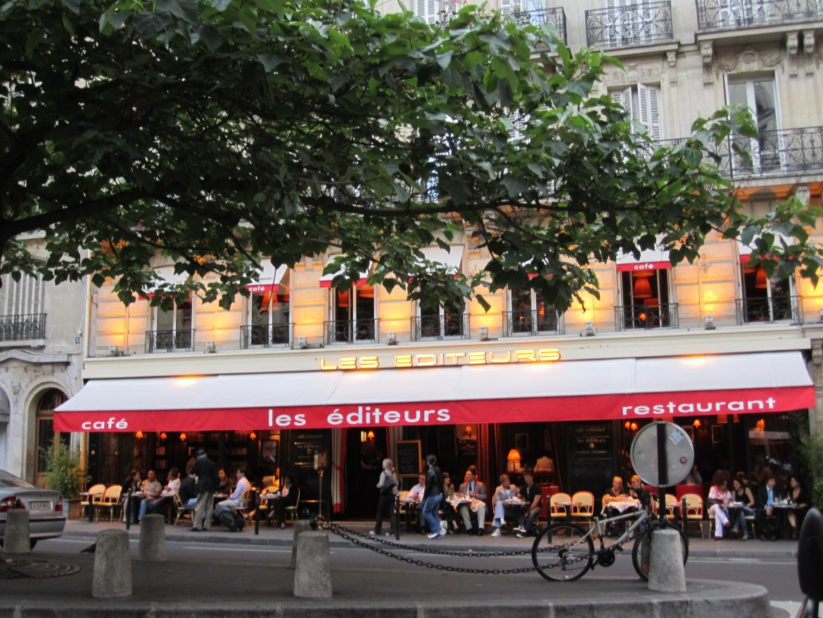 clients seated outside a restaurant in paris