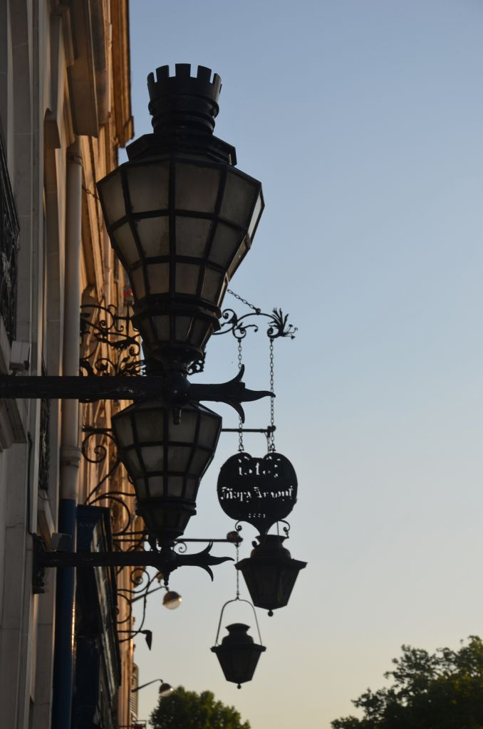 lamps outside the tour d'aregnt
