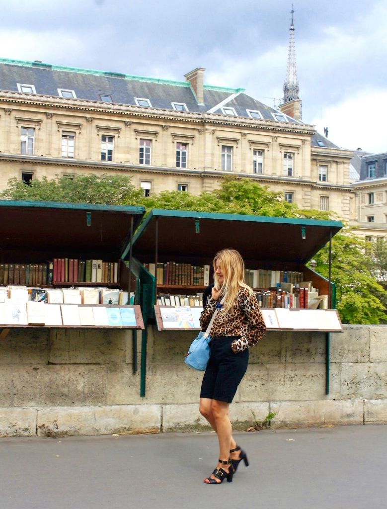isabelle thomas on the quais in paris