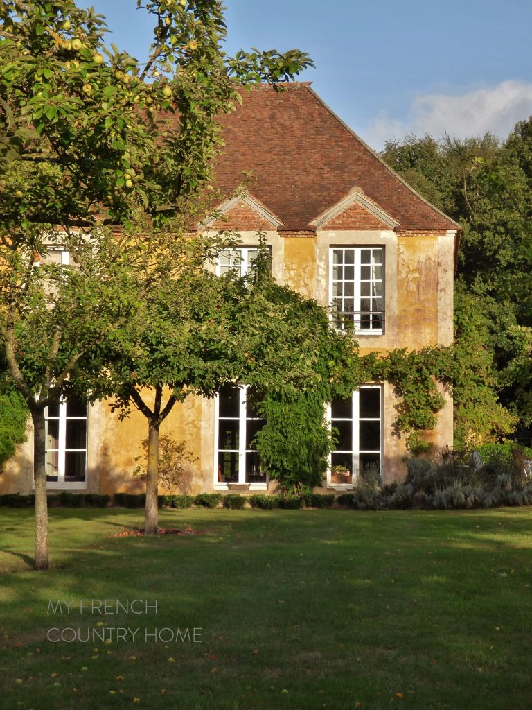 facade of french house, la reserve giverny
