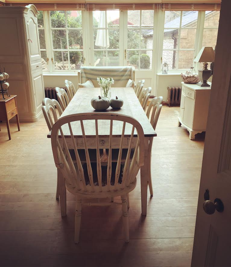 dining table with bay window