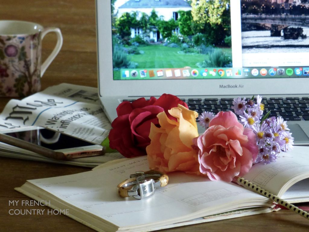 desktop with watch , roses and agenda