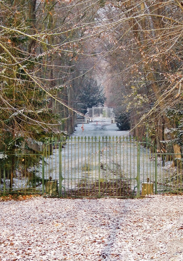 snow outside chateau gates