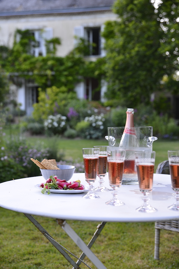 champagne in the garden