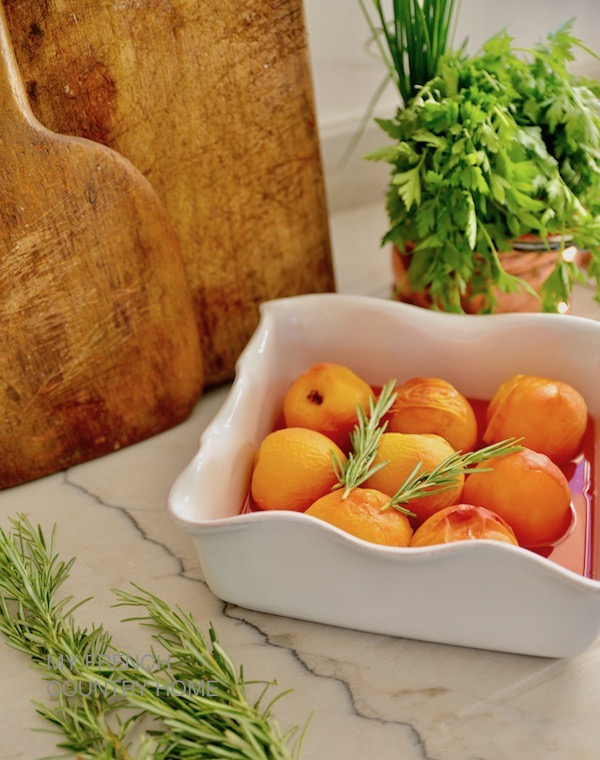 peaches with rosemary and wine