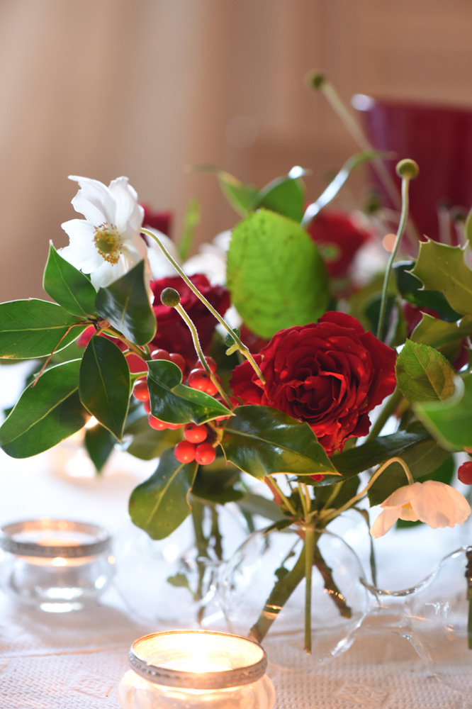 Red rose table decorations in a clear glass vase- red christmas decoration ideas- MY FRENCH COUNTRY HOME