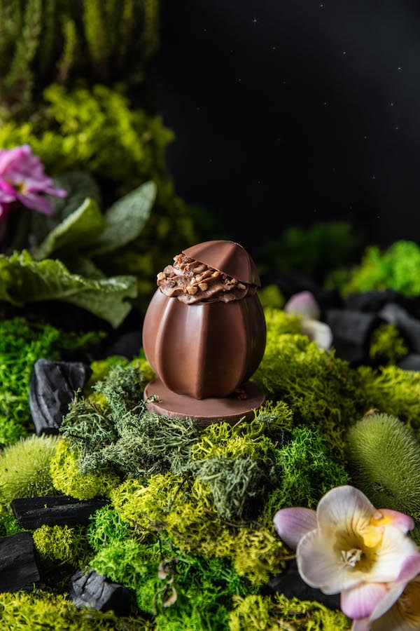 The milk chocolate praline egg from Edwart Paris