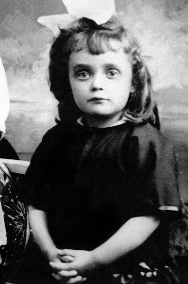 famous french singer edith piaf early life