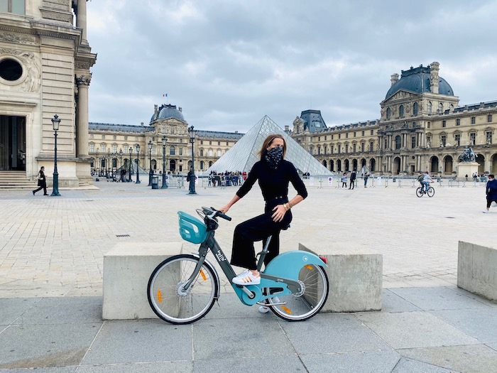 india hicks on bicycle in paris
