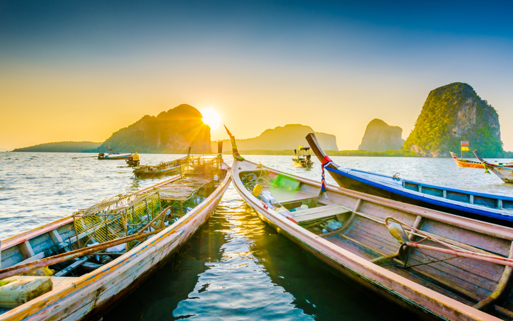 Thailand | Long Tail-boat in the beautiful beach sunset