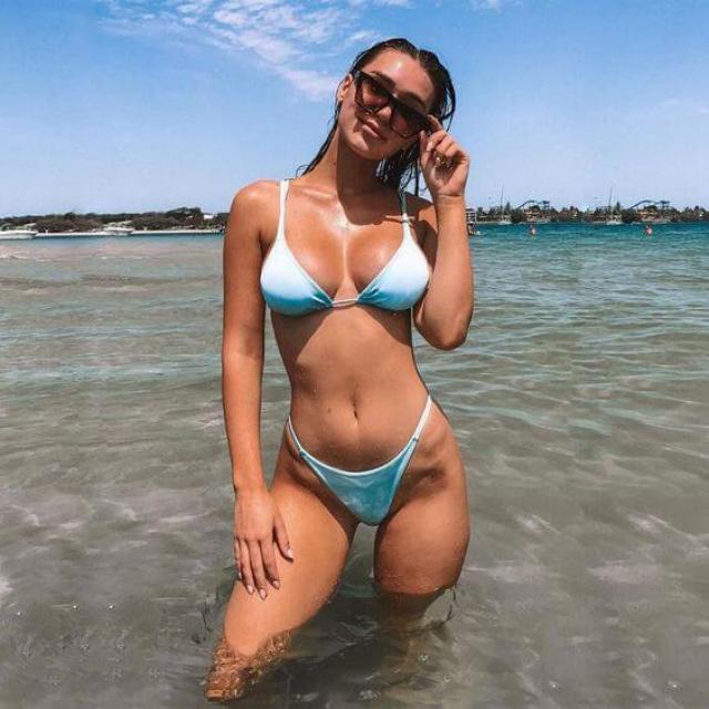 ¿Necesitas ideas frescas sobre cómo clavar esas poses perfectas en bikini en la playa?  ¡Echa un vistazo a estas 48 poses de bikini favorecedoras para probar este verano!  poses de bikini instagram, poses de bikini ideas de fotos de playa / piscina, vibraciones de verano, moda de verano