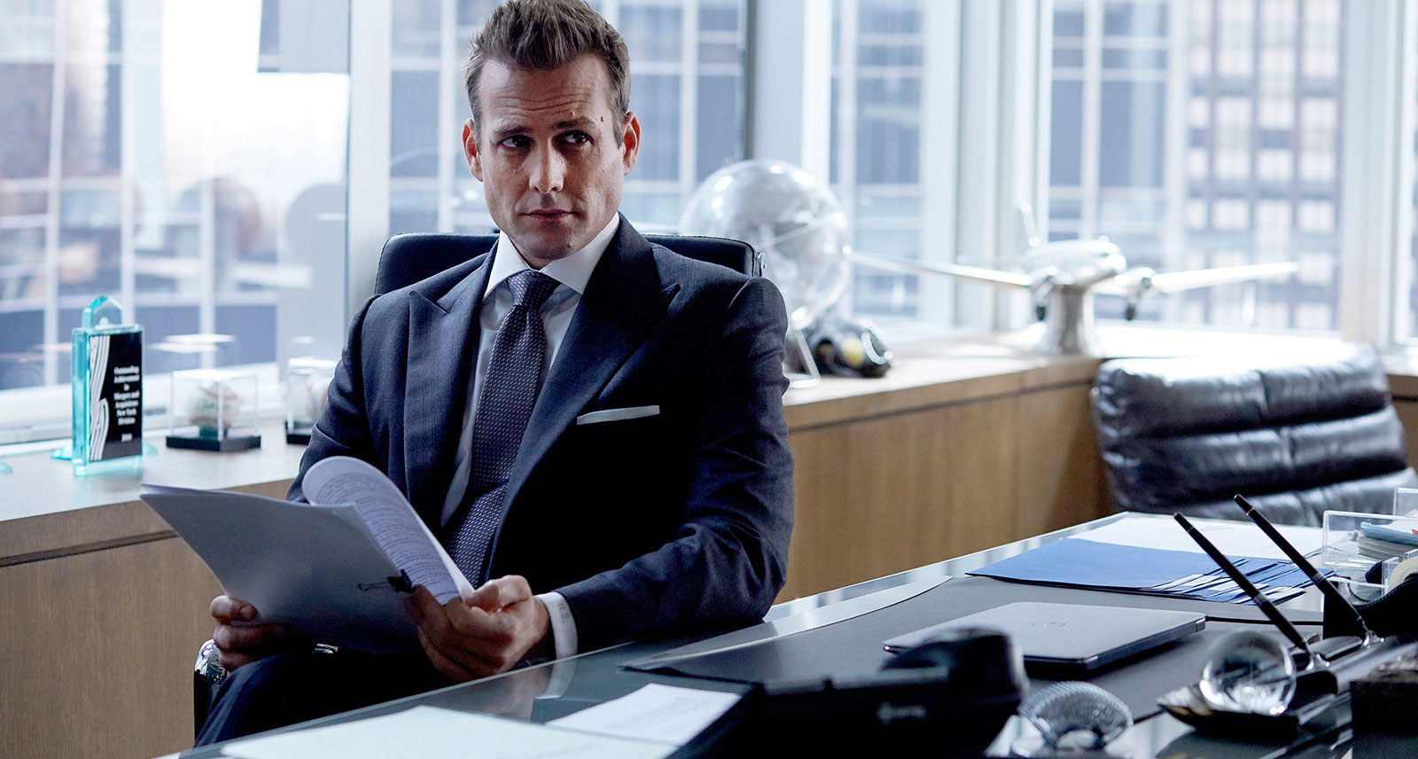 Falling Down Wallpaper How To Dress Like Harvey Specter On Suits Sharp Magazine