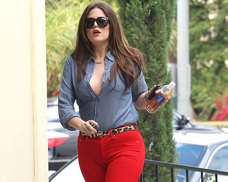 Red jeans Khloe kardashian
