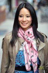 lucy-liu scarf
