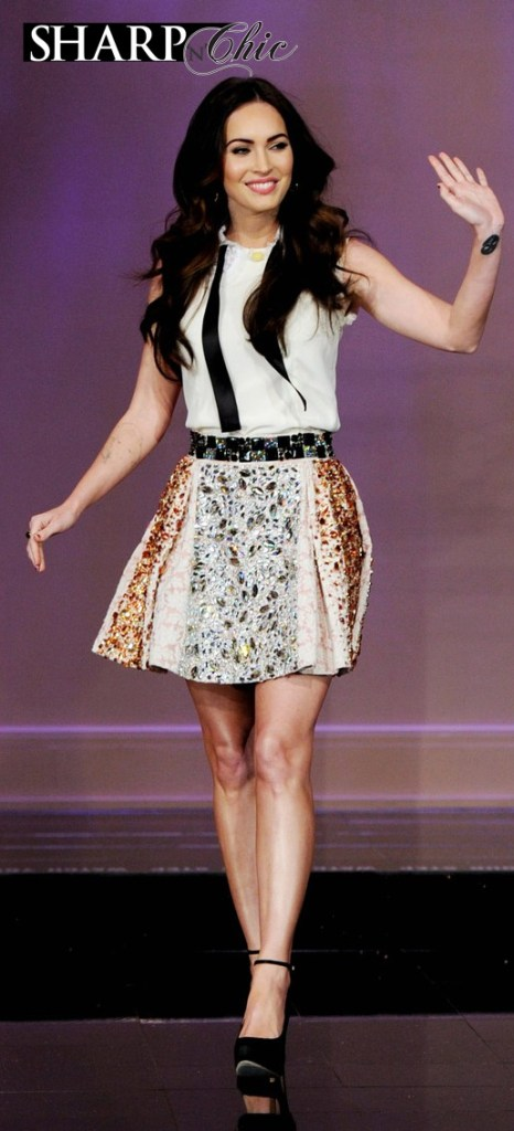 megan fox waving jay leno d&g dress