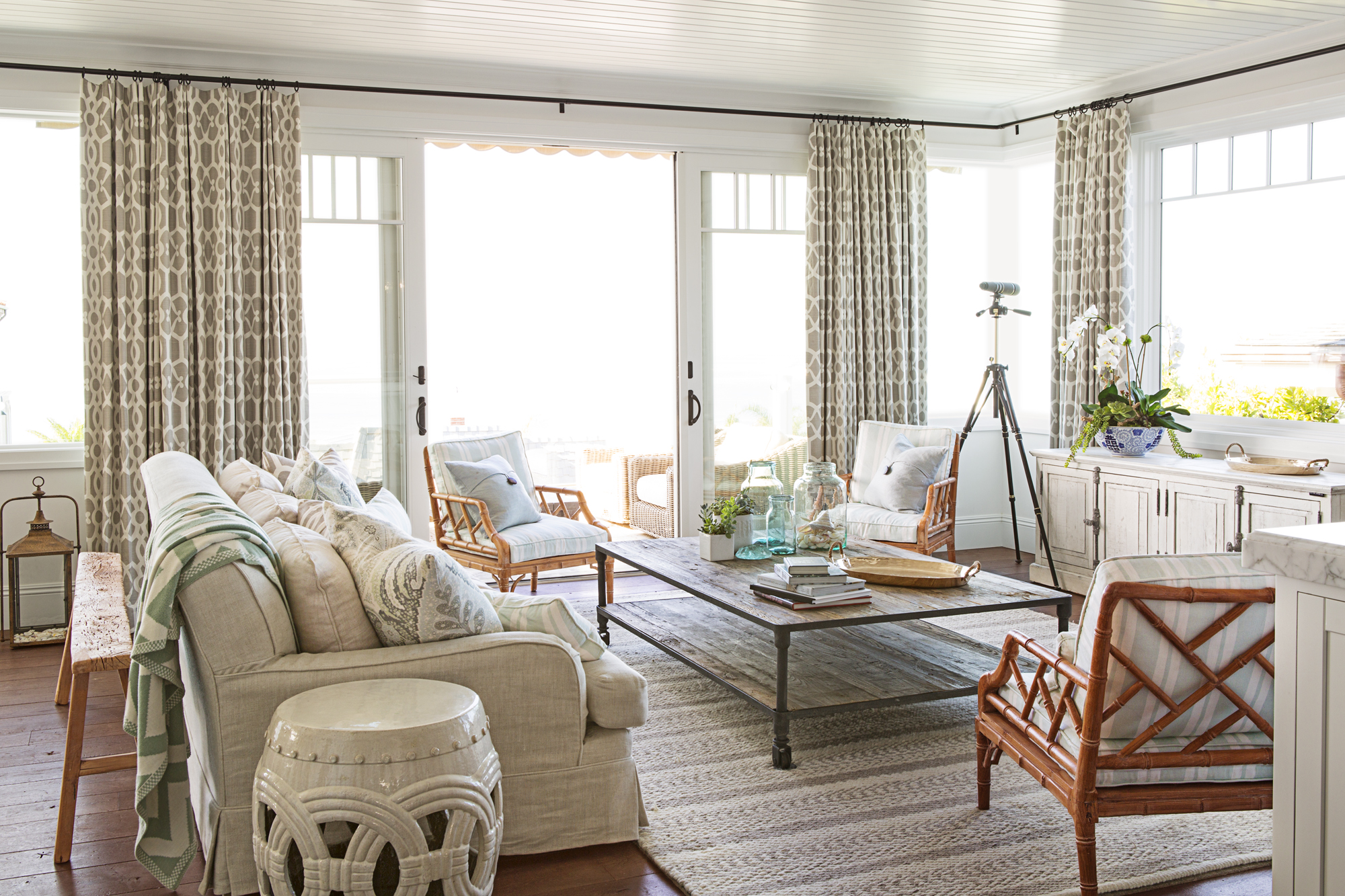 Best Beach House Style Coastal Decorating Tips And Tricks This Month