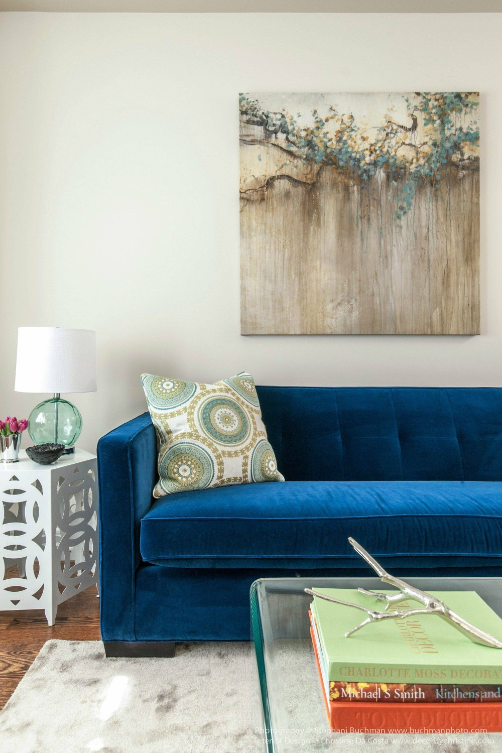 Best 21 Different Style To Decorate Home With Blue Velvet Sofa This Month