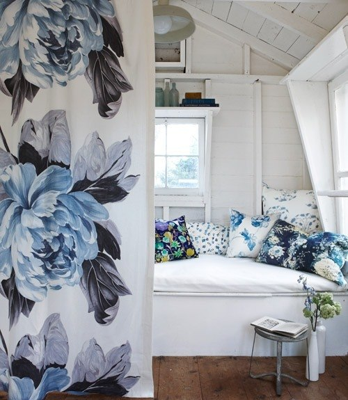 Best Decorating With Style Blue And White Cottage Decorating This Month