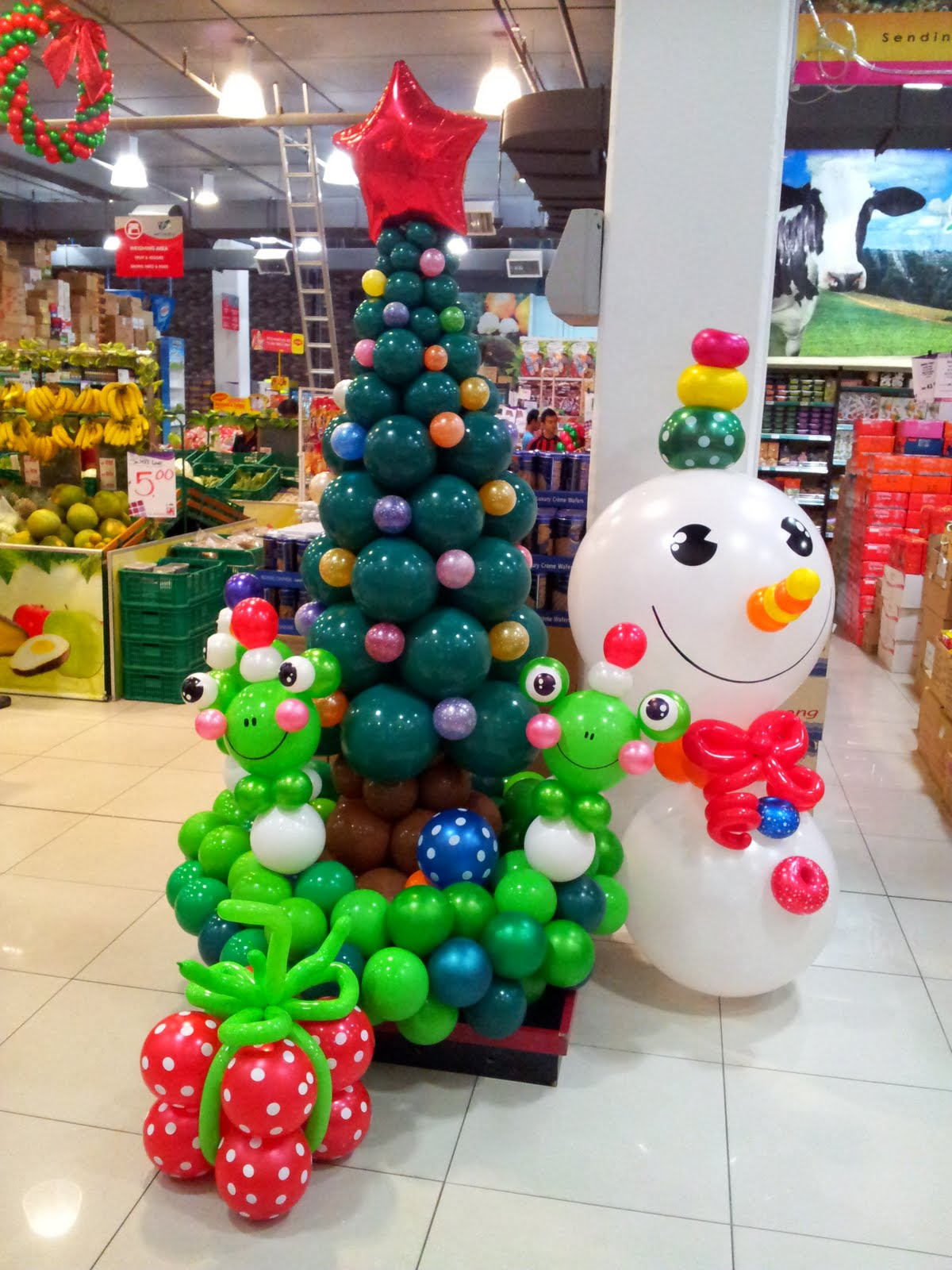 Best Christmas Balloon Decoration Ideas Time For The Holidays This Month