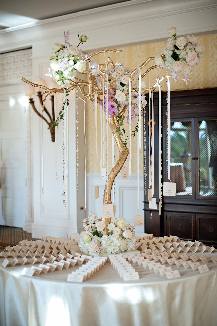 Best 21 Gorgeous Ways To Incorporate Gold Into Your Wedding This Month