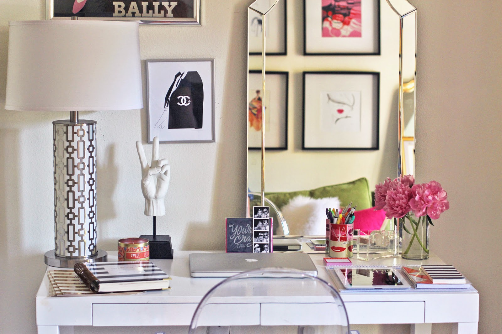Best Give Your Desk A Makeover With These 7 Cute Ideas This Month