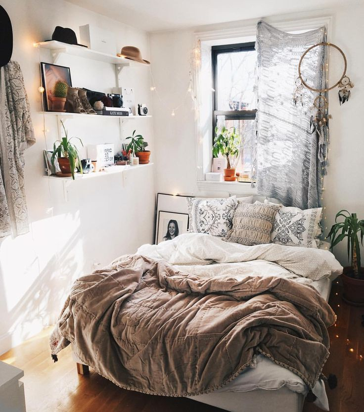 Best 25 Decorating Small Bedrooms Ideas On Pinterest This Month
